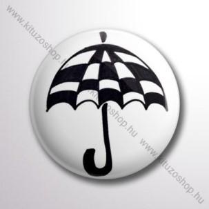 Kockás esernyő kitűző
